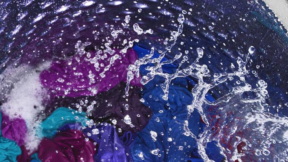 Mejor capacidad de enjuague y eliminación de residuos en la ropa con Whirlpool Waterfall 3D