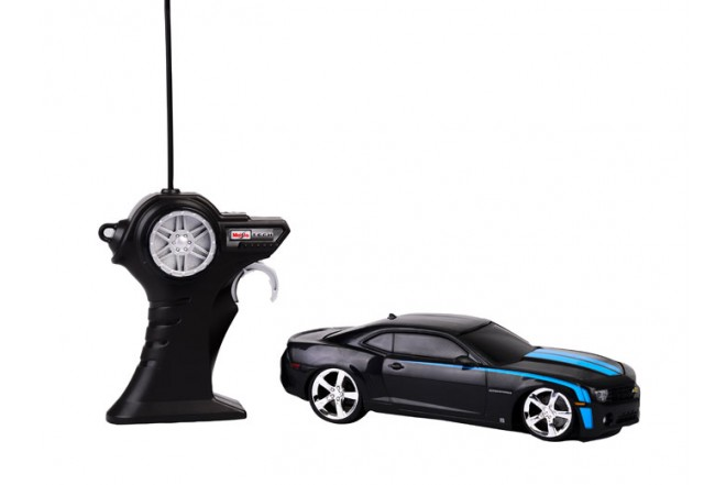 Auto Camaro SS radio control escala 1:24 Maisto Negro