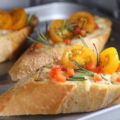 Receta Kalley para crostini tomate queso