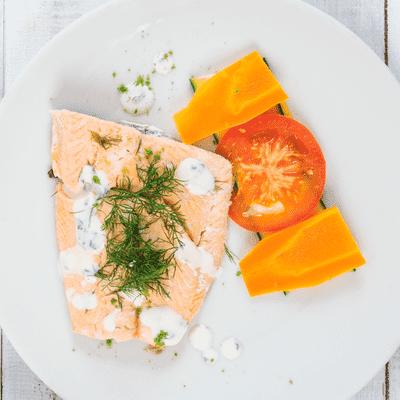 Receta Kalley para salmón al eneldo con verduras