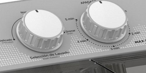 Lavadora Acros 7501545637353 Detalle del panel con perillas manuales y tubo de drenado en el panel.