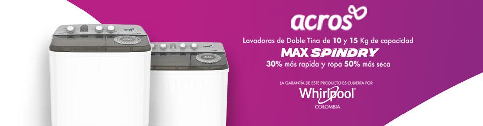 Lavadora Acros 7501545637353 Ambientada en el hogar con mujer joven activando el ciclo de lavado y cargando la tina con ropa sucia.